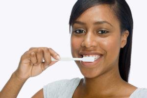 woman_brushing_teeth